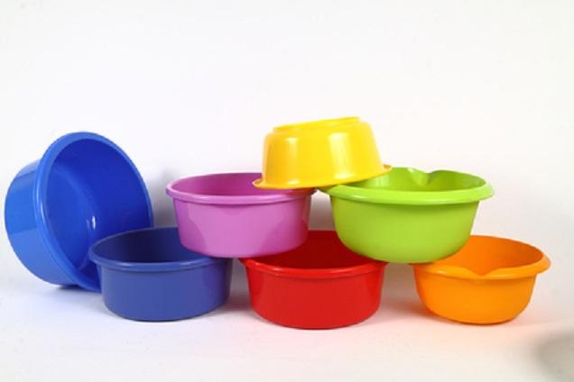 PLASTICOS:  CUBOS, BARRENOS, TABURETES, ETC